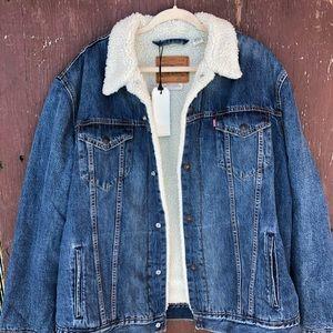 Levis Sherpa trucker jacket 🚛